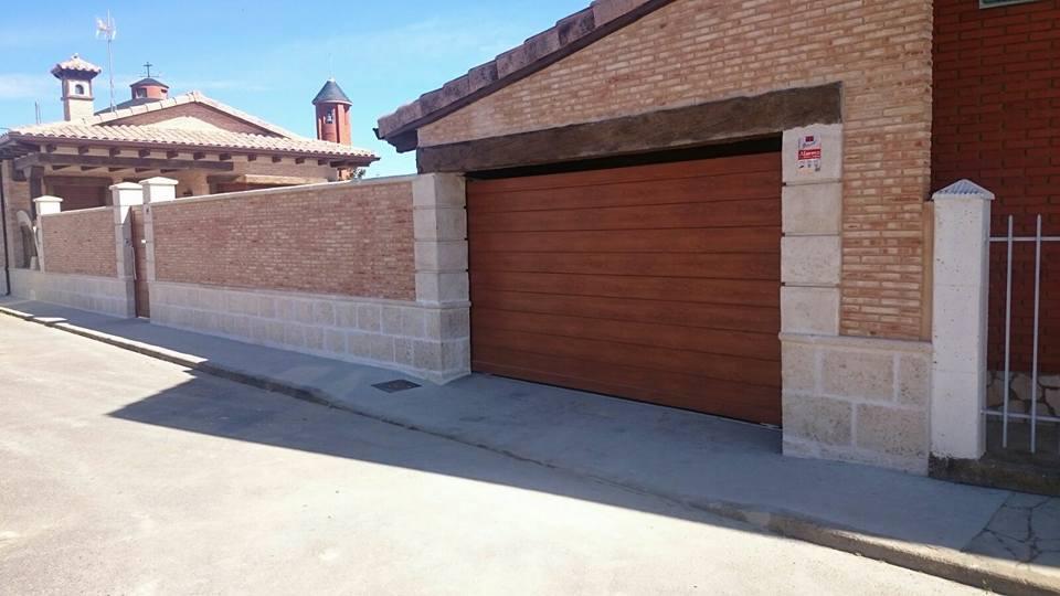 Puerta garaje corredera automatica aluminios y pvc for Puerta garaje metalica