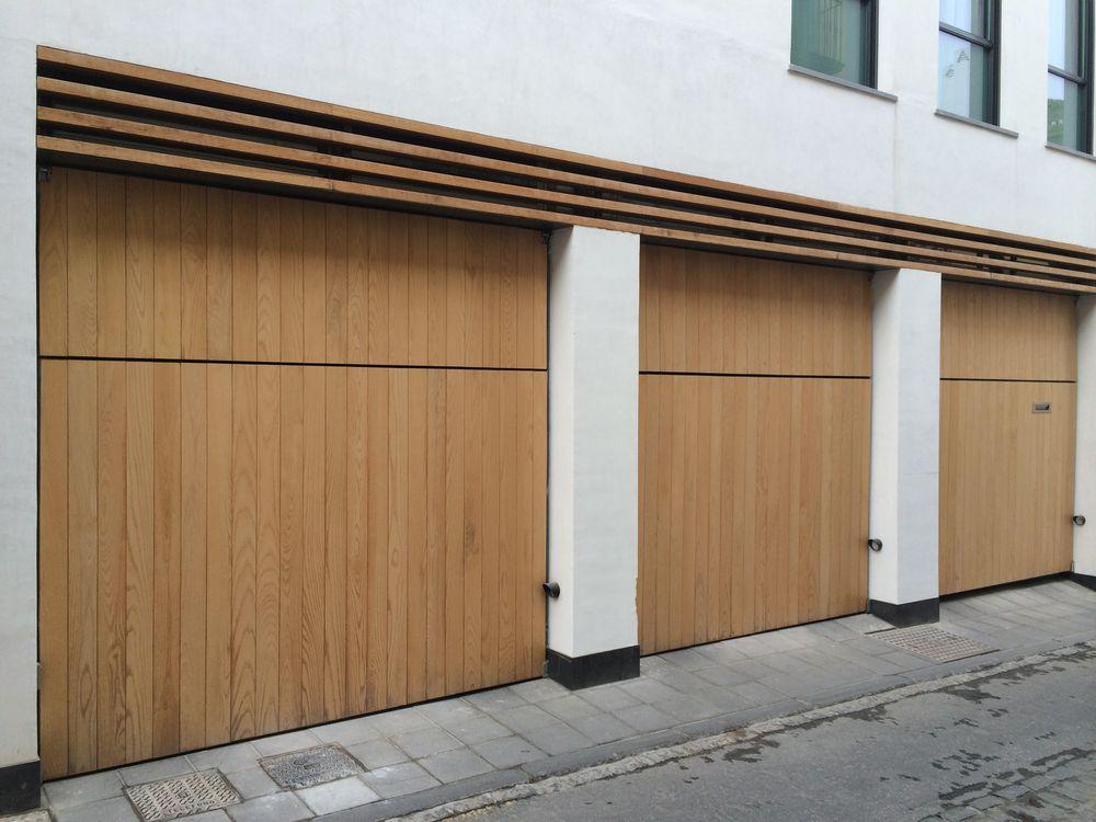 Puerta garaje basculante imitacion madera aluminios y for Puerta garaje metalica